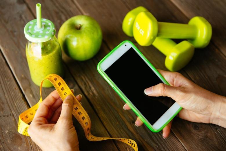 a-woman-using-a-diet-app