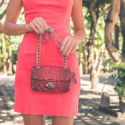 15 Items Every Woman Should Carry In Her Purse
